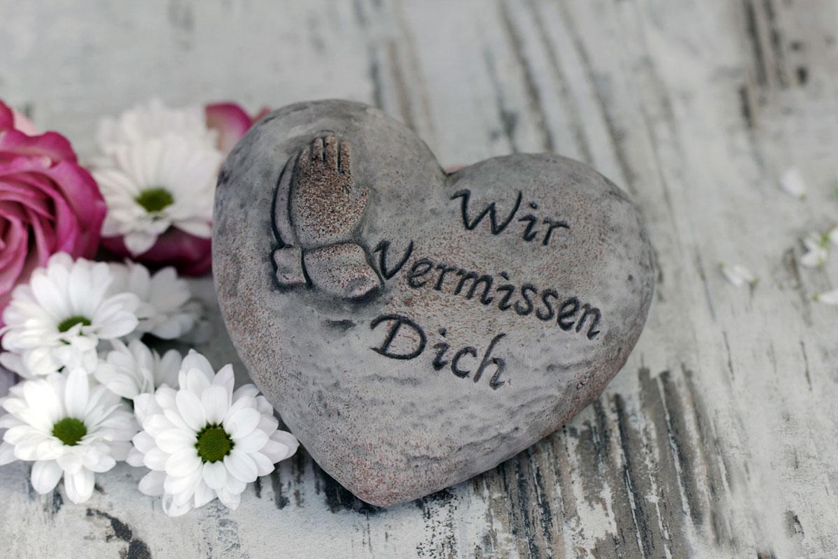 Trauerfloristik-Herz-Stein-Biancas-Blumenstil-Gersfeld